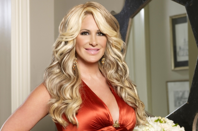 The-Dish-Photo-See-How-Kim-Zolciak-Dries-Her-Wigs